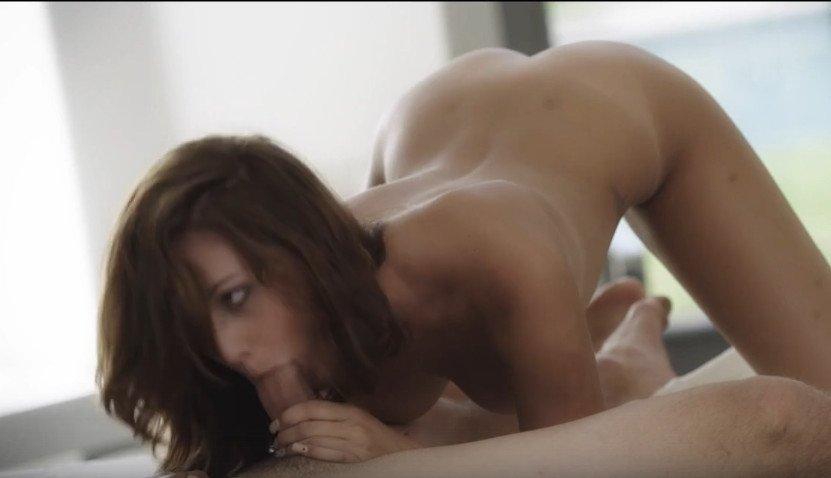 seksualniy-tansi-roliki-zhena-saune-video